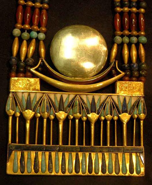 Ожерелье в форме лунной ладьи. Гробница Тутанхамона.
