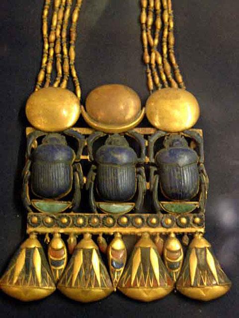 Ожерелье с тремя скарабеями. Гробница Тутанхамона.