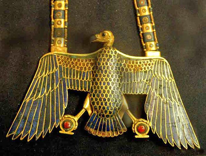 Пектораль в форме грифа. Гробница Тутанхамона.
