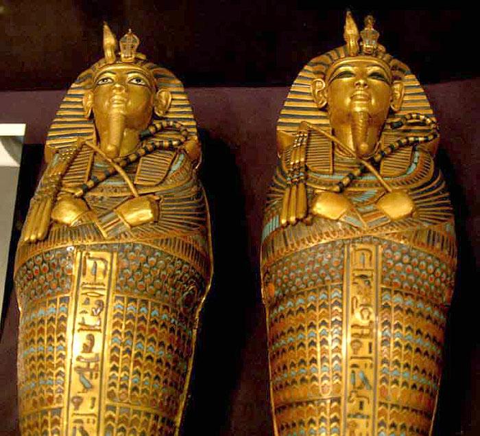 Сосуды из каноп в форме второго антропоидного саркофага. Гробница Тутанхамона.