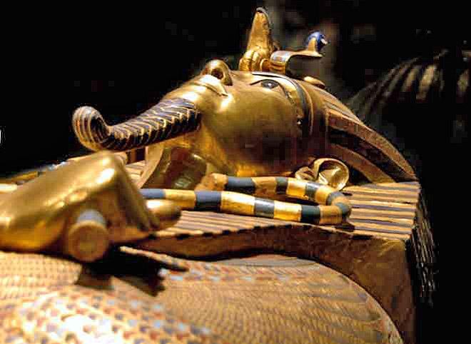 Второй антропоидный саркофаг фараона Тутанхамона.