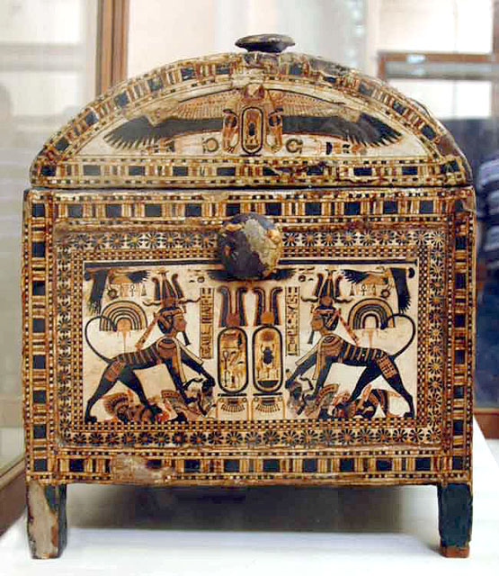 Расписной ларец фараона Тутанхамона. Узкая сторона 1.