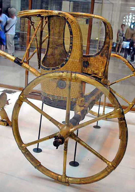 Колесница Тутанхамона. Вид сбоку.