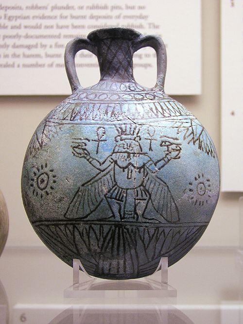 Бог Бес. Изображене на кувшине. Эшмоловский музей.