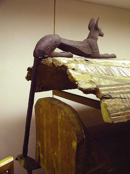 Бог Анубис. Деревянная статуэтка. Эшмоловский музей.