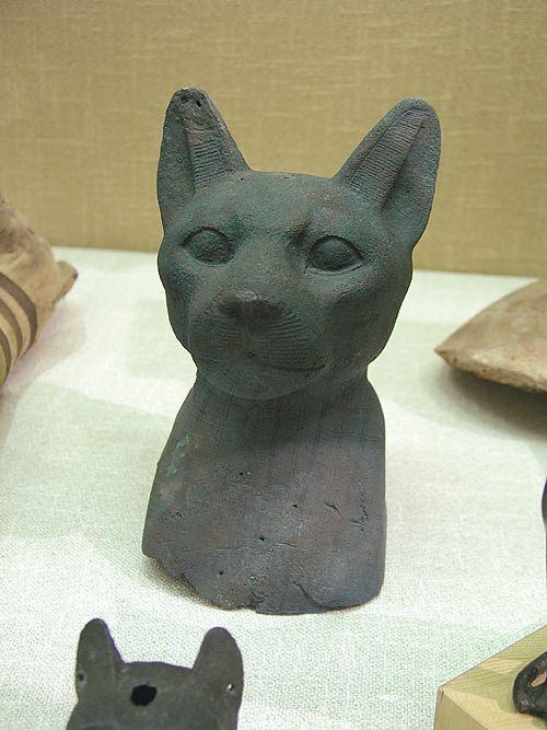 Маска мумии кошки из бронзы. Эшмоловский музей.