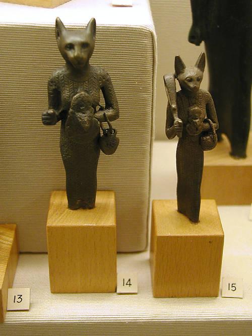Маленькие статуэтки богини Бастет. Эшмоловский музей.