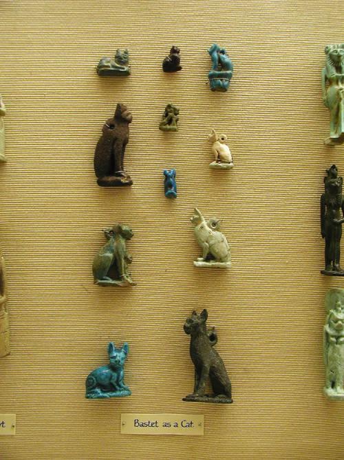 Амулеты в форме кошек. Эшмоловский музей.
