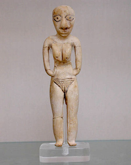 Статуэтка женщины из клыка бегемота. Британский музей