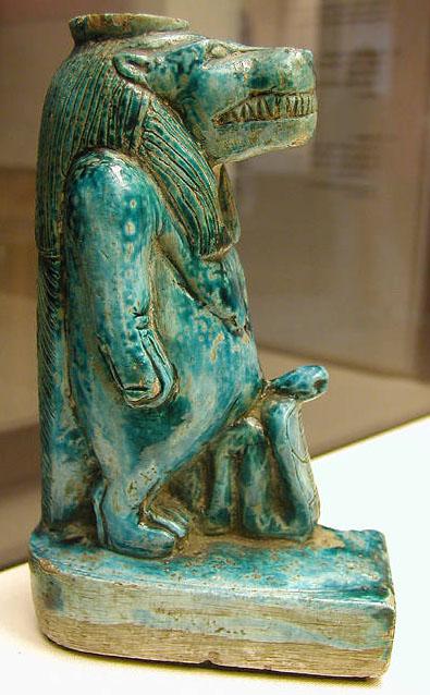 Фигурка бога Туарета из фаянса. Британский музей