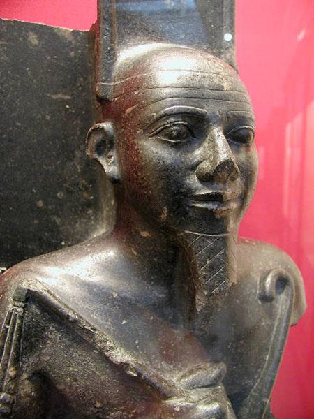 Статуя древнеегипетского божества. Британский музей