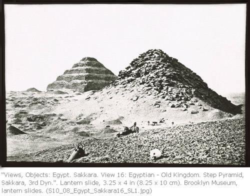 Пирамида Усеркафа и ступенчатая пирамида Джосера.