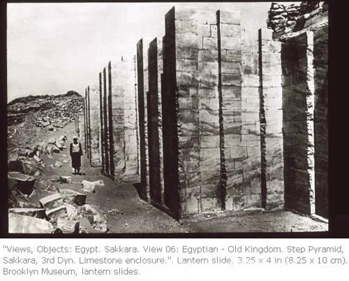 Фото внешней стены погребального комплекса фараона Джосера.