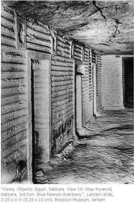 Каменные стены имитирующие связки тростника. Пирамида Джосера.
