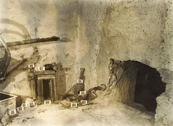 Ковчег для статуи. Вид спереди. Гробница Тутанхамона.