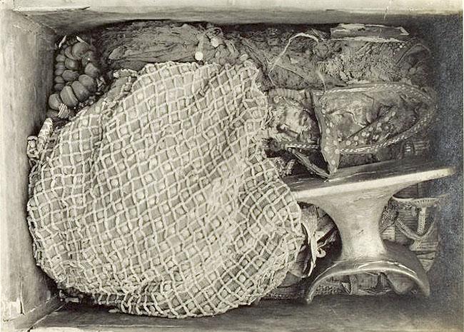 Расписной ларец фараона Тутанхамона. Содержимое ларца.