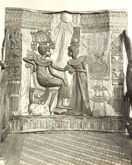 Трон фараона Тутанхамона. Вид спереди.
