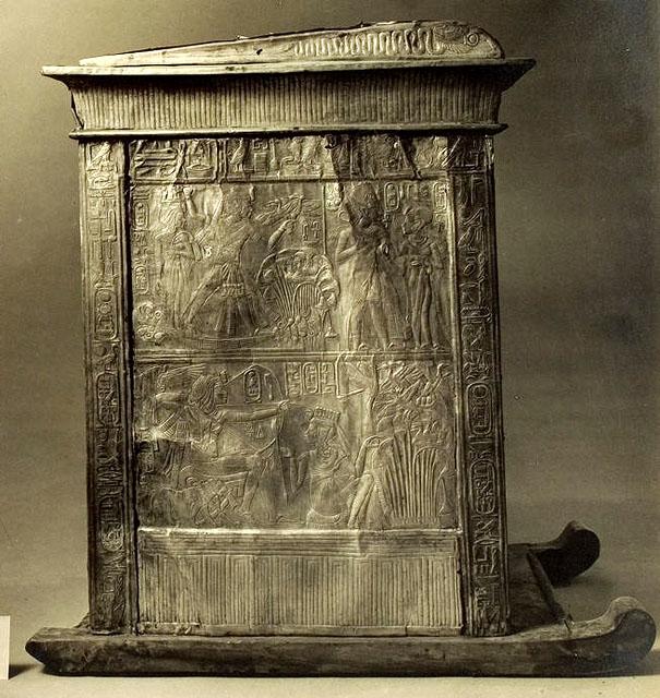 Ковчег для статуи. Вид на широкую сторону 1. Гробница Тутанхамона.