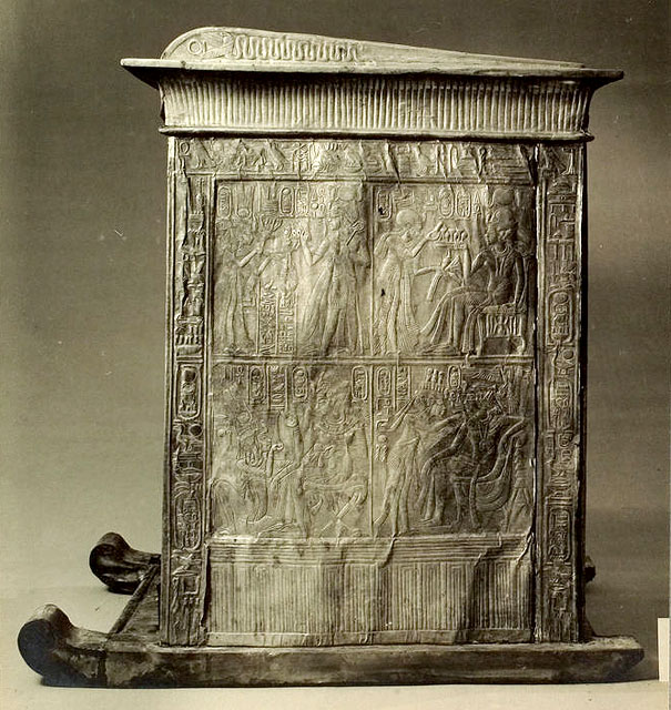 Ковчег для статуи. Вид на широкую сторону 2. Гробница Тутанхамона.