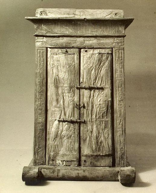 Ковчег для статуи. Вид на переднюю сторону. Гробница Тутанхамона.