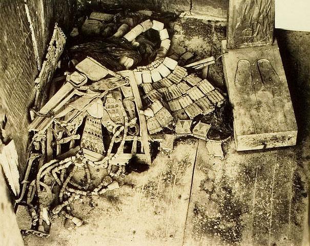 Ковчег для статуи. Найденные внутри предметы. Гробница Тутанхамона.