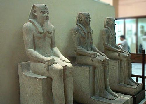 Статуи фараона Сесостриса I. Каирский музей .