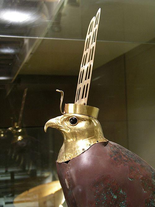 Золотая голова ястреба. Каирский музей .