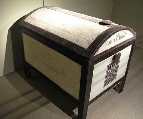 Деревянный сундук. Гробница Тутанхамона. Каирский музей .