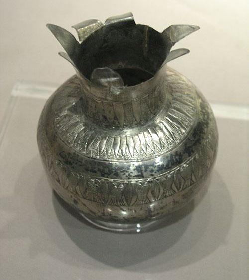 Серебряная ваза из гробницы Тутанхамона. Каирский музей .