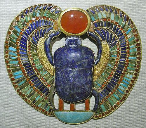 Пектораль в форме скарабея. Гробница Тутанхамона. Каирский музей