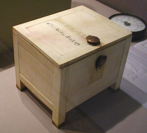 Ящик для хранения драгоценностей. Гробница Тутанхамона. Каирский музей .