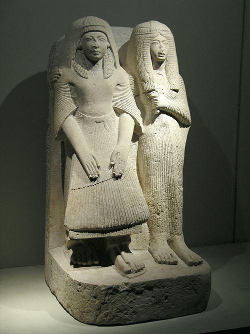 Статуя Аменемипета и его жены. Каирский музей .
