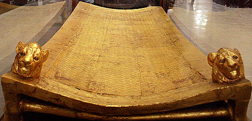 Погребальное ложе. Гробница Тутанхамона. Каирский музей .