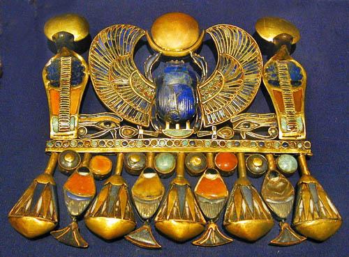 Крылатый скарабей. Гробница Тутанхамона. Каирский музей .