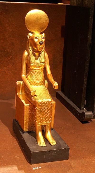 Статуэтка богини Сохмет. Гробница Тутанхамона. Каирский музей .