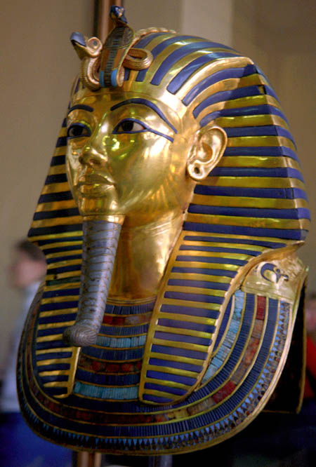 Золотая маска Тутанхамона весом 10 кг.