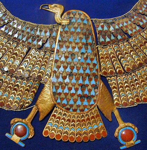 Пектораль в форме молельни. Гробница Тутанхамона. Каирский музей