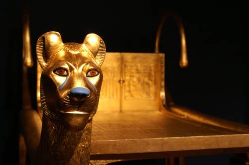 Золоченое погребальное ложе. Гробница Тутанхамона. Каирский музей .