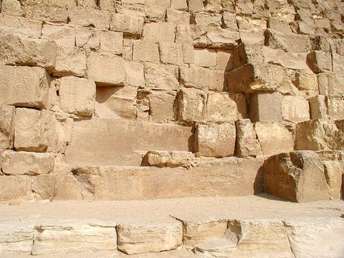 Известняковые плиты ядра пирамиды. Пирамида Хуфу (Хеопса).