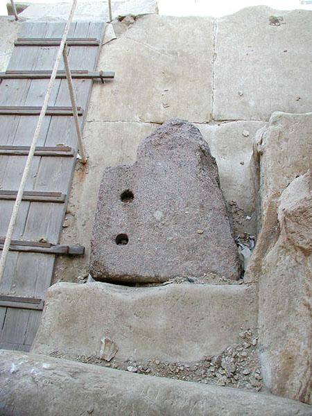 Гранитный блок заглушки. Пирамида Хеопса.