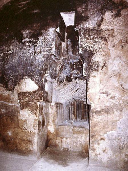 Ниша в стене Камеры Царицы. Пирамида Хуфу (Хеопса).