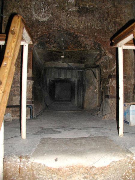 Небольшой вход в предкамеру Камеры Царя. Пирамида Хуфу (Хеопса).