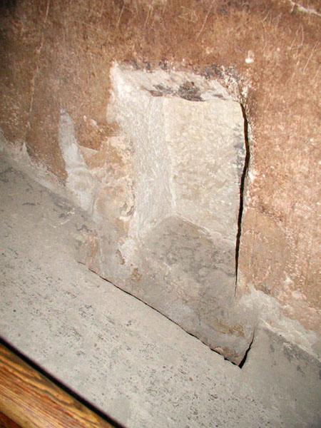 Боковое углубление с выташенным камнем. Боковая стена в Большой галерее. Пирамида Хуфу (Хеопса).