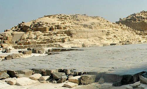 Вид на северный вход малой пирамиды G1a царицы Хенткавес.