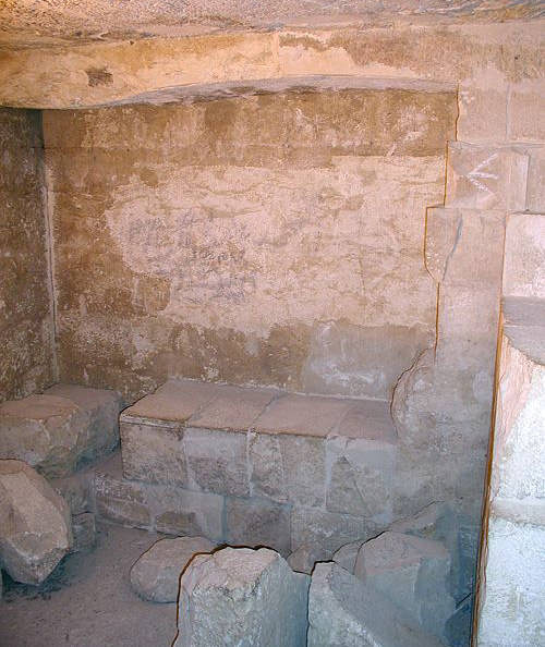 Внутри пирамиды G1A.