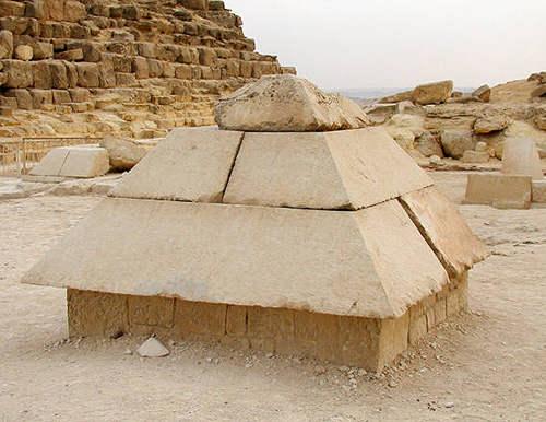 Пирамидион Великой пирамиды.