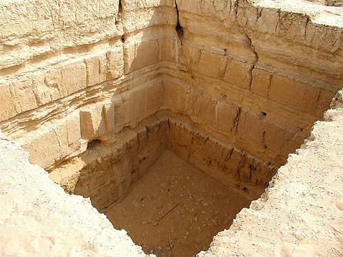 Гробница Кэмпбелла в центральной части плато Гиза.