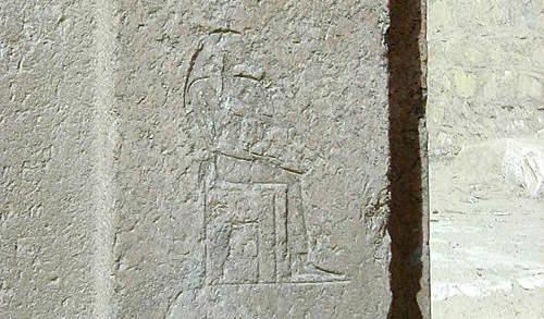 Изображение царицы Хенткавес на стене гробницы.