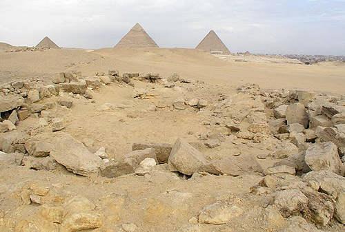Остатки гробницы Кавингтона к югу от пирамид Гизы.