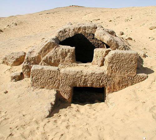 Одна из гробниц южного участка захоронений Гизы.